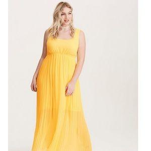 Torrid pleated maxi dress sz 5